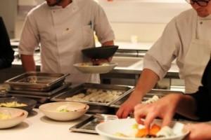Personalemad (japansk sushi og japanske hverdagsretter) til restaurant Geranium, web: https://chefzoeescher.com/